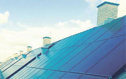 solcelleanlæg på skrå tage